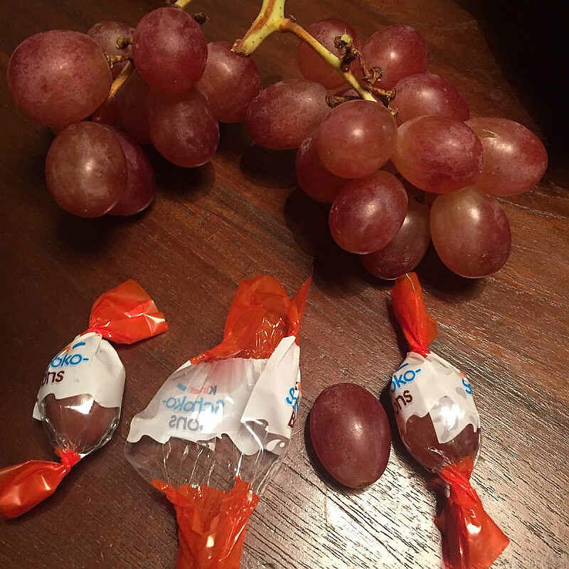 Weintrauben in Kinder-Schoko-Bonbon-Papier