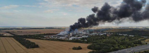 Altpapier- und Abfallrecyclinganlage in Seehausen brennt.
